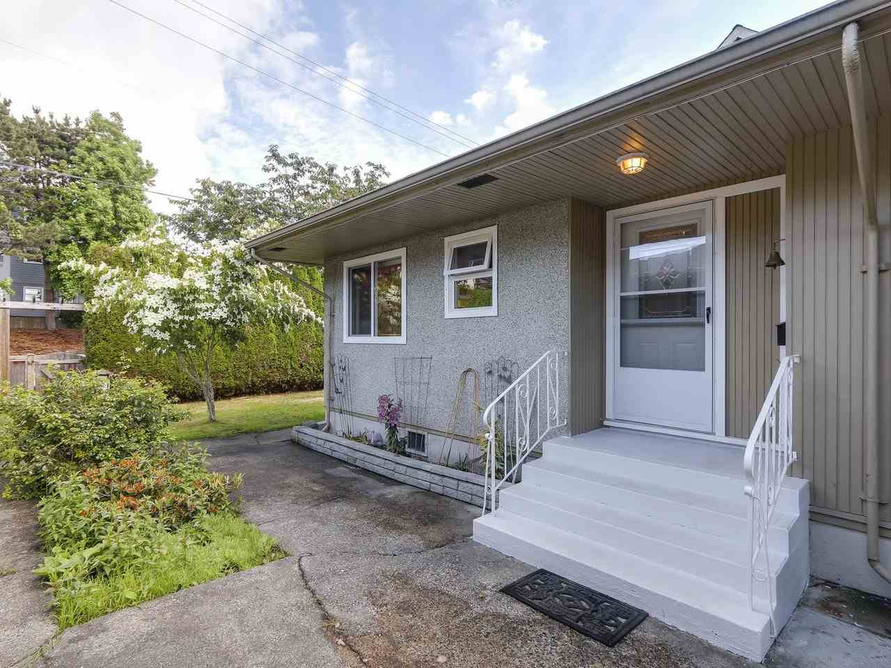 Photo 3: C 5068 47A Avenue in Delta: Ladner Elementary House 1/2 Duplex for sale (Ladner)  : MLS(r) # R2179730