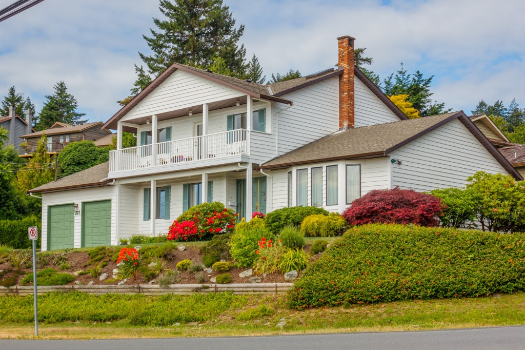 Main Photo: 597 Stornoway Drive in VICTORIA: Co Triangle Single Family Detached for sale (Colwood)  : MLS® # 379858