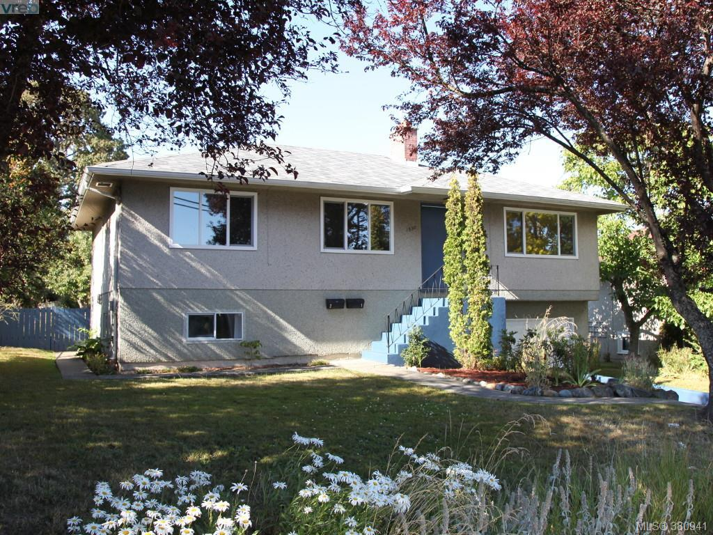 Main Photo: 1530 Pear Street in VICTORIA: SE Cedar Hill Single Family Detached for sale (Saanich East)  : MLS(r) # 380941