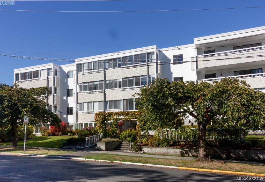 Main Photo: 204 1050 Park Boulevard in VICTORIA: Vi Fairfield West Condo Apartment for sale (Victoria)  : MLS® # 382455