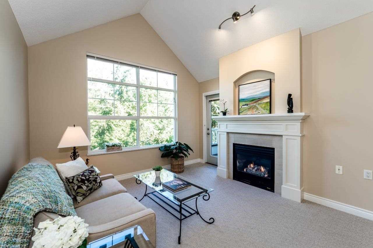 "Main Photo: 409 960 LYNN VALLEY Road in North Vancouver: Lynn Valley Condo for sale in ""BALMORAL HOUSE"" : MLS® # R2205854"
