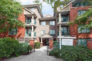 "Main Photo: 106 929 W 16TH Avenue in Vancouver: Fairview VW Condo for sale in ""OAKVIEW GARDENS"" (Vancouver West)  : MLS® # R2223791"