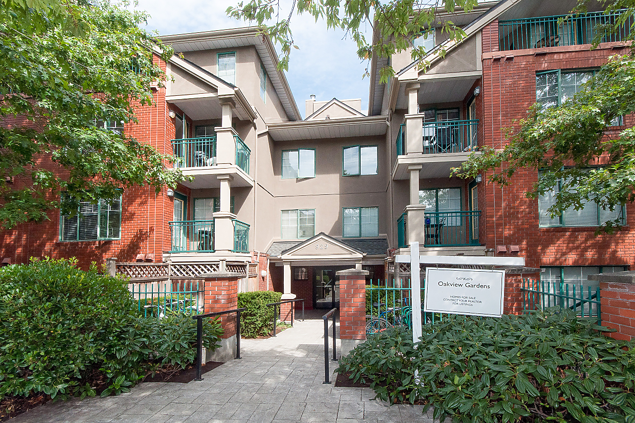 "Main Photo: 106 929 W 16TH Avenue in Vancouver: Fairview VW Condo for sale in ""OAKVIEW GARDENS"" (Vancouver West)  : MLS®# R2223791"
