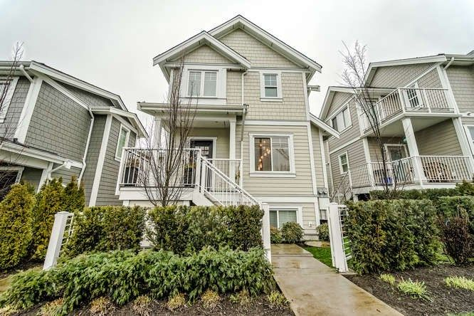 "Main Photo: 2889 E 41ST Avenue in Vancouver: Collingwood VE Townhouse for sale in ""KILLARNEY RIDGE"" (Vancouver East)  : MLS®# R2239392"