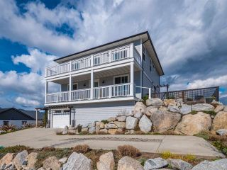 Main Photo: 5799 GENNI'S Way in Sechelt: Sechelt District House for sale (Sunshine Coast)  : MLS® # R2248946