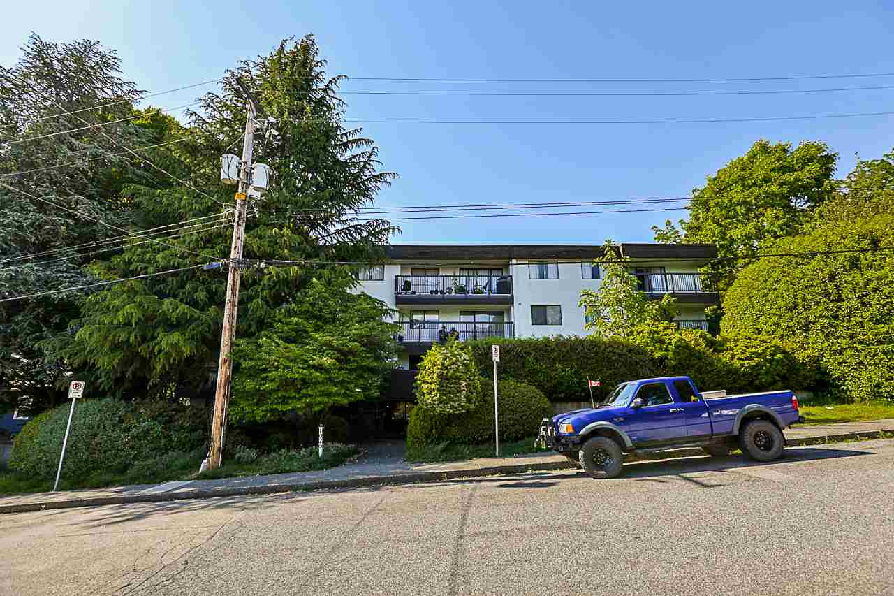 "Main Photo: 307 1025 CORNWALL Street in New Westminster: Uptown NW Condo for sale in ""CORNWALL PLACE"" : MLS®# R2271276"