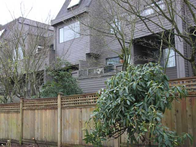"Main Photo: 108 1990 W 6TH Avenue in Vancouver: Kitsilano Condo for sale in ""MAPLEVIEW PLACE"" (Vancouver West)  : MLS® # V878026"