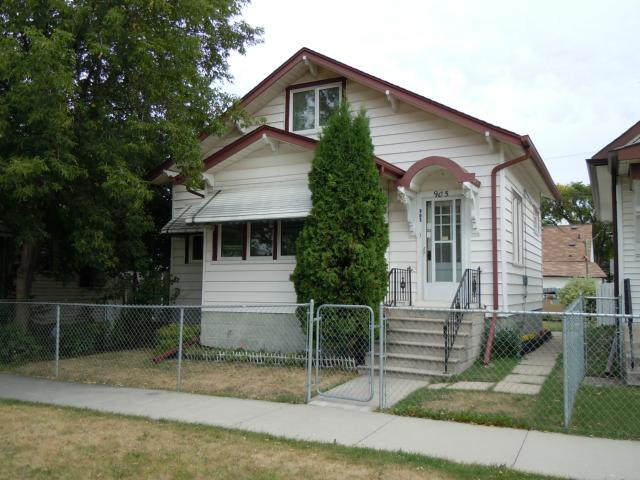 Main Photo: 905 Magnus Avenue in WINNIPEG: North End Residential for sale (North West Winnipeg)  : MLS(r) # 1117945