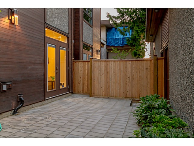 "Photo 2: 39 E 13TH Avenue in Vancouver: Mount Pleasant VE Townhouse for sale in ""Main St Area"" (Vancouver East)  : MLS® # V1071218"