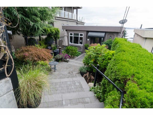 "Main Photo: 15082 ROYAL Avenue: White Rock House for sale in ""White Rock - Hillside"" (South Surrey White Rock)  : MLS® # F1422984"