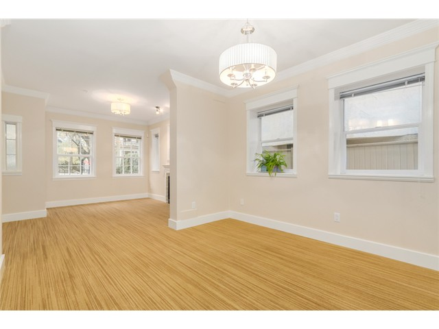 Photo 5: 1538 E 10TH Avenue in Vancouver: Grandview VE House 1/2 Duplex for sale (Vancouver East)  : MLS(r) # V1092394