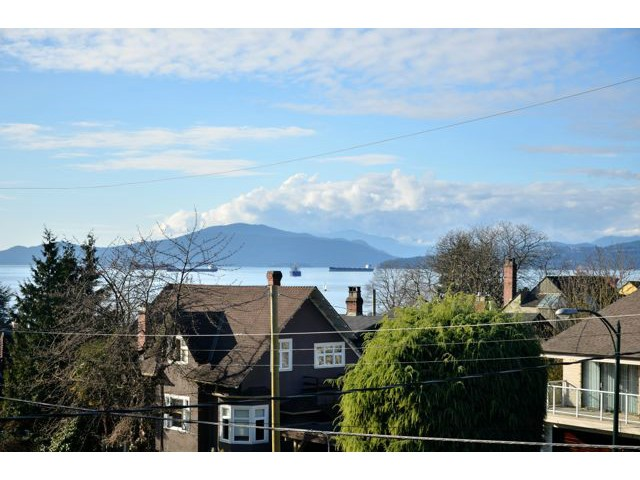 Main Photo: 2622 W 1ST Avenue in Vancouver: Kitsilano House for sale (Vancouver West)  : MLS®# V1113966