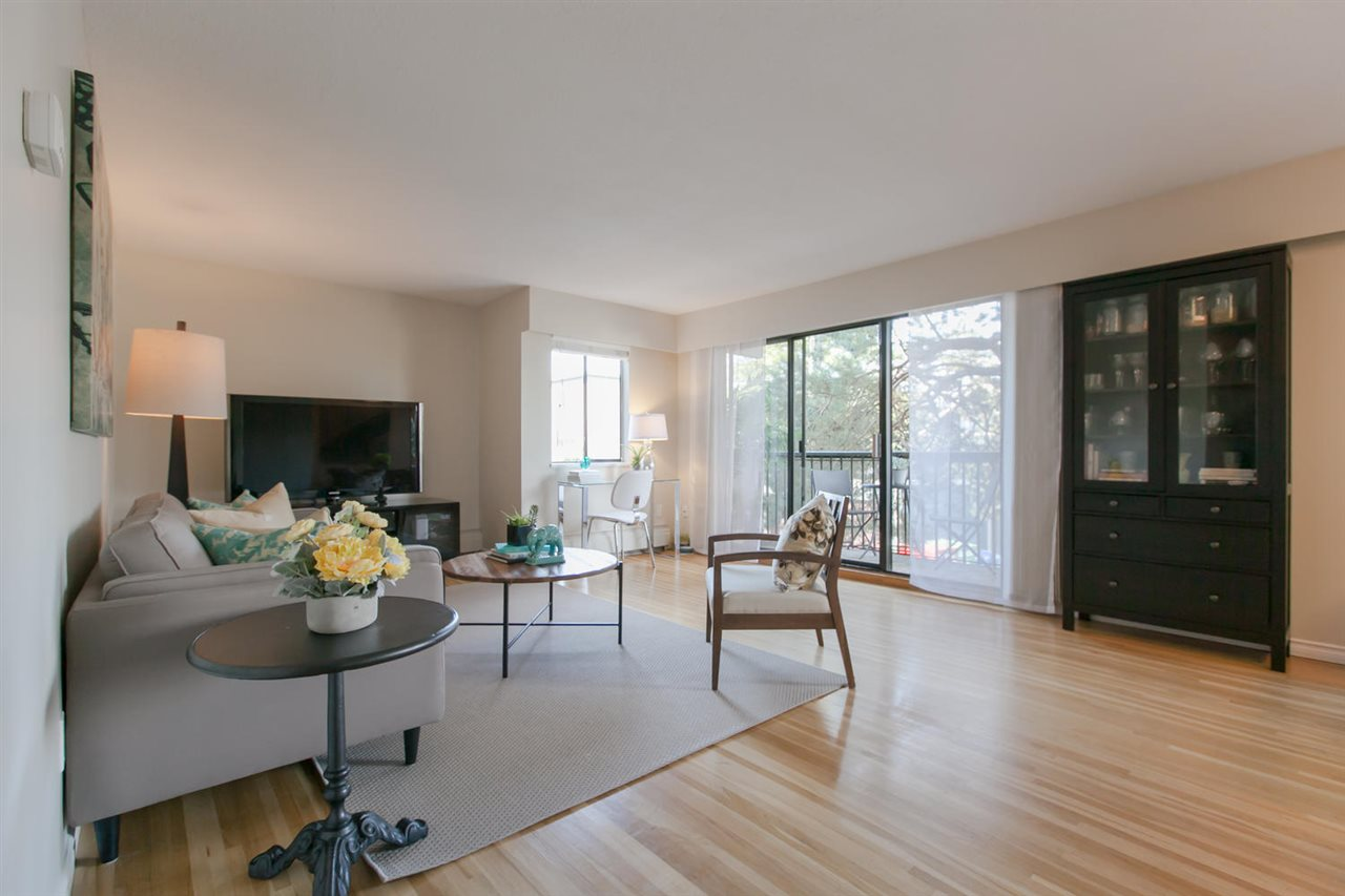 "Main Photo: 210 2125 W 2ND Avenue in Vancouver: Kitsilano Condo for sale in ""Sunny Lodge"" (Vancouver West)  : MLS(r) # R2000365"