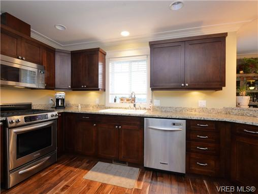 Photo 6: 2101 Bishops Gate in VICTORIA: La Bear Mountain Single Family Detached for sale (Langford)  : MLS(r) # 359260