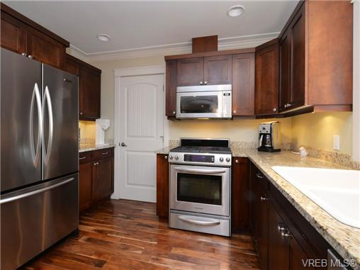 Photo 7: 2101 Bishops Gate in VICTORIA: La Bear Mountain Single Family Detached for sale (Langford)  : MLS(r) # 359260