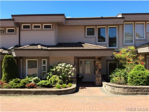 Main Photo: 19 934 Boulderwood Rise in VICTORIA: SE Broadmead Townhouse for sale (Saanich East)  : MLS® # 364880