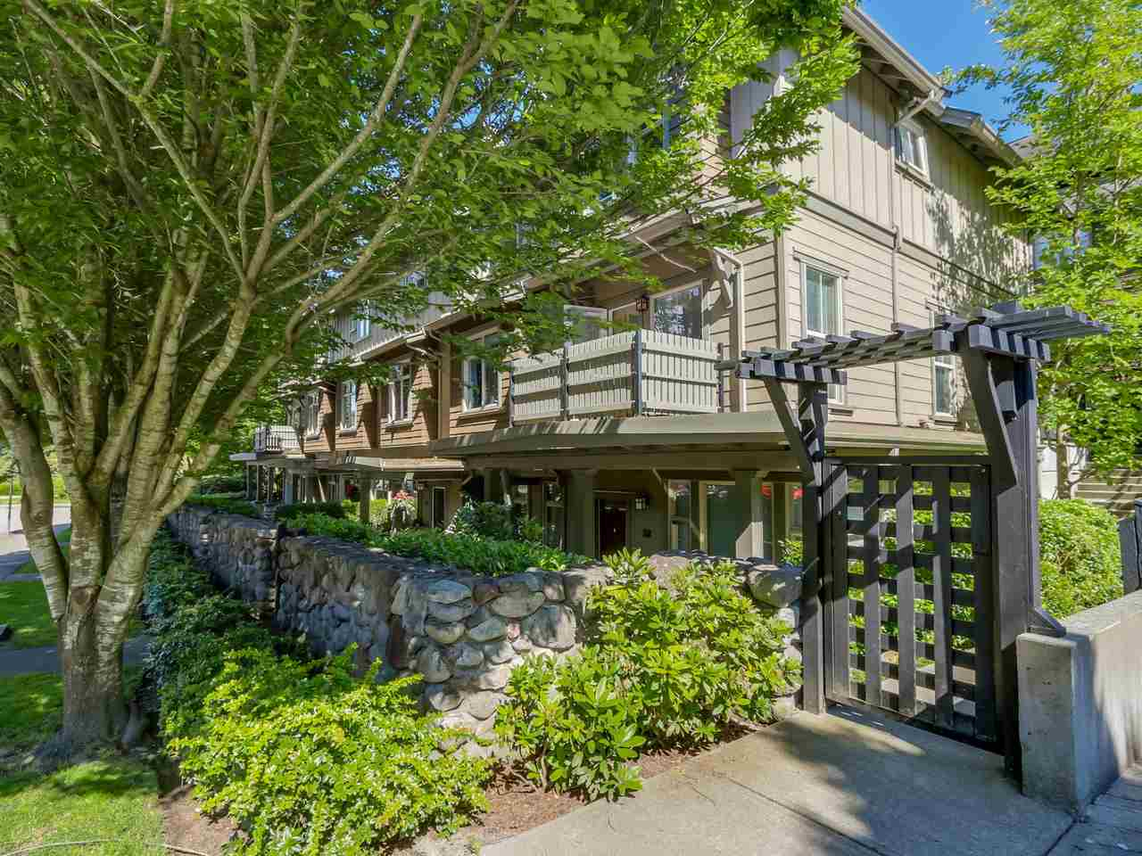 "Photo 2: 221 18 JACK MAHONY Place in New Westminster: GlenBrooke North Townhouse for sale in ""THE WESTERLY"" : MLS(r) # R2077641"