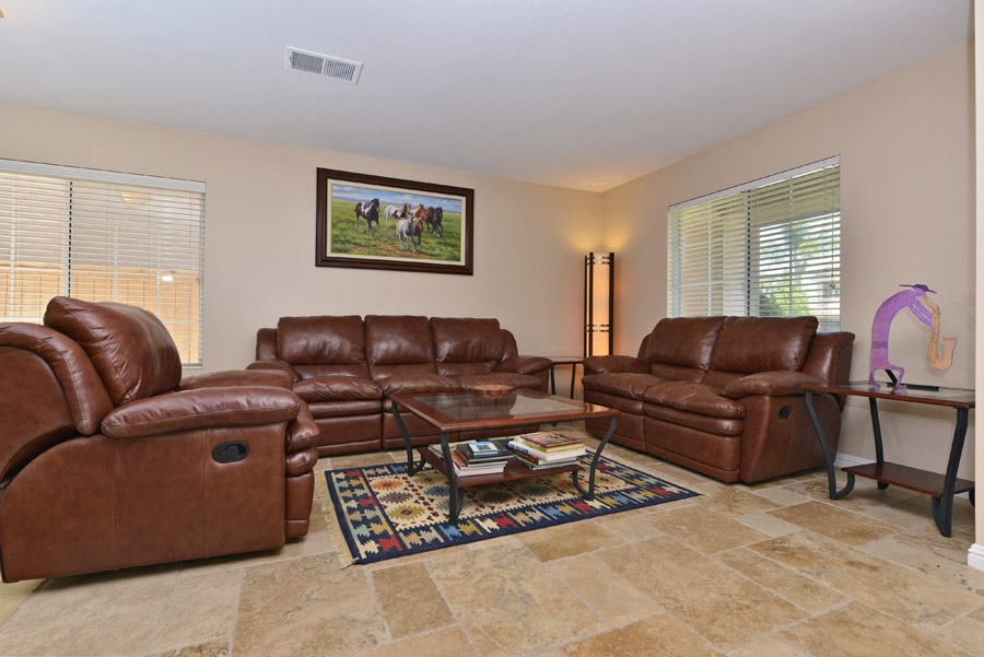 Photo 3: OCEANSIDE House for sale : 4 bedrooms : 310 La Soledad Way