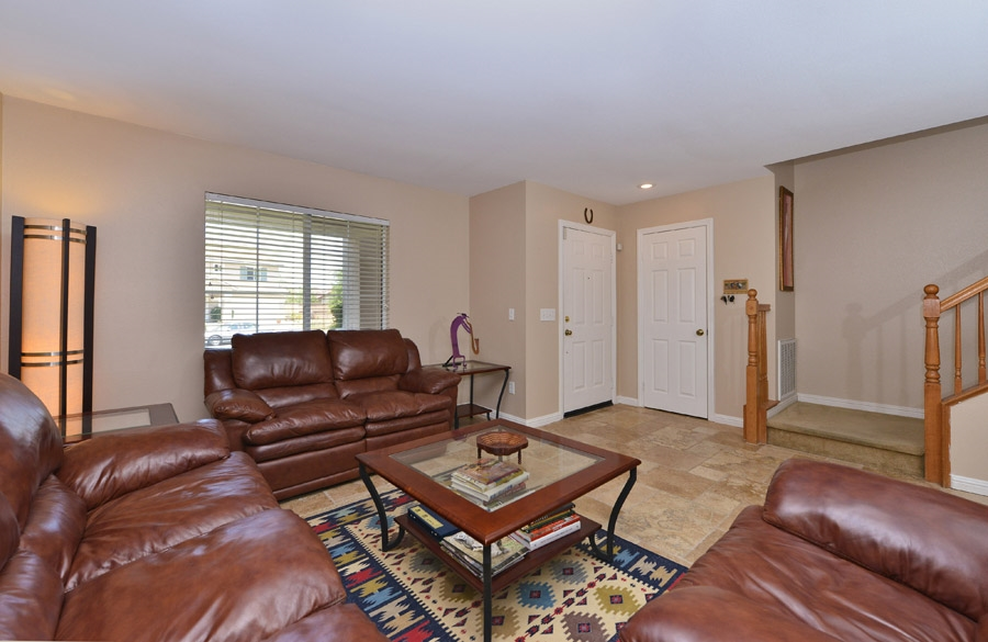 Photo 4: OCEANSIDE House for sale : 4 bedrooms : 310 La Soledad Way