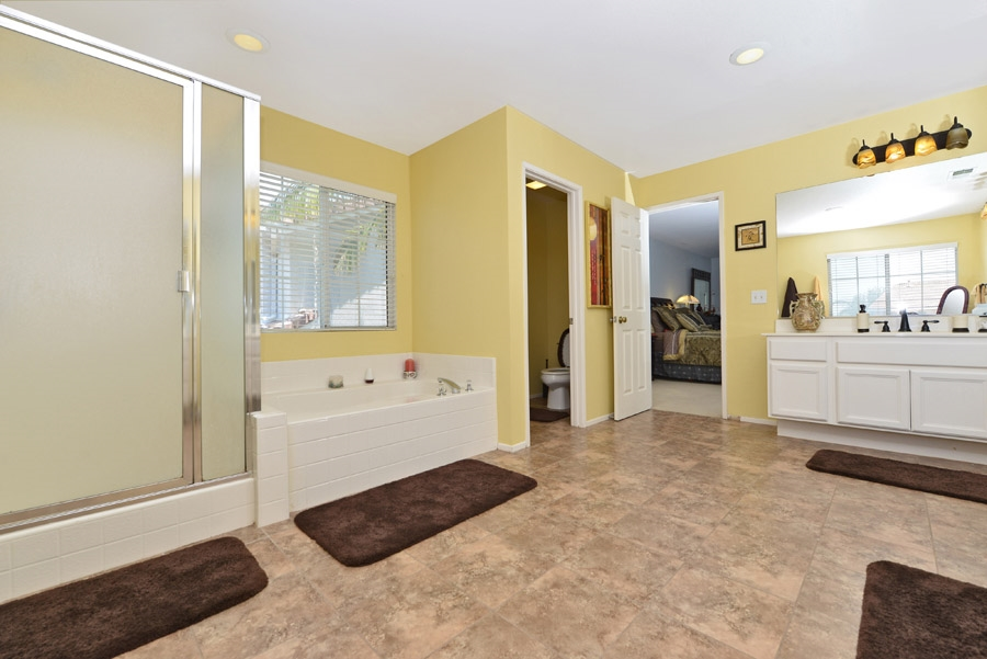 Photo 17: OCEANSIDE House for sale : 4 bedrooms : 310 La Soledad Way