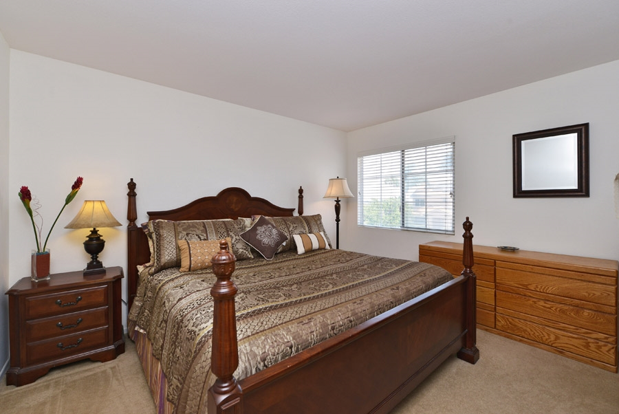 Photo 19: OCEANSIDE House for sale : 4 bedrooms : 310 La Soledad Way