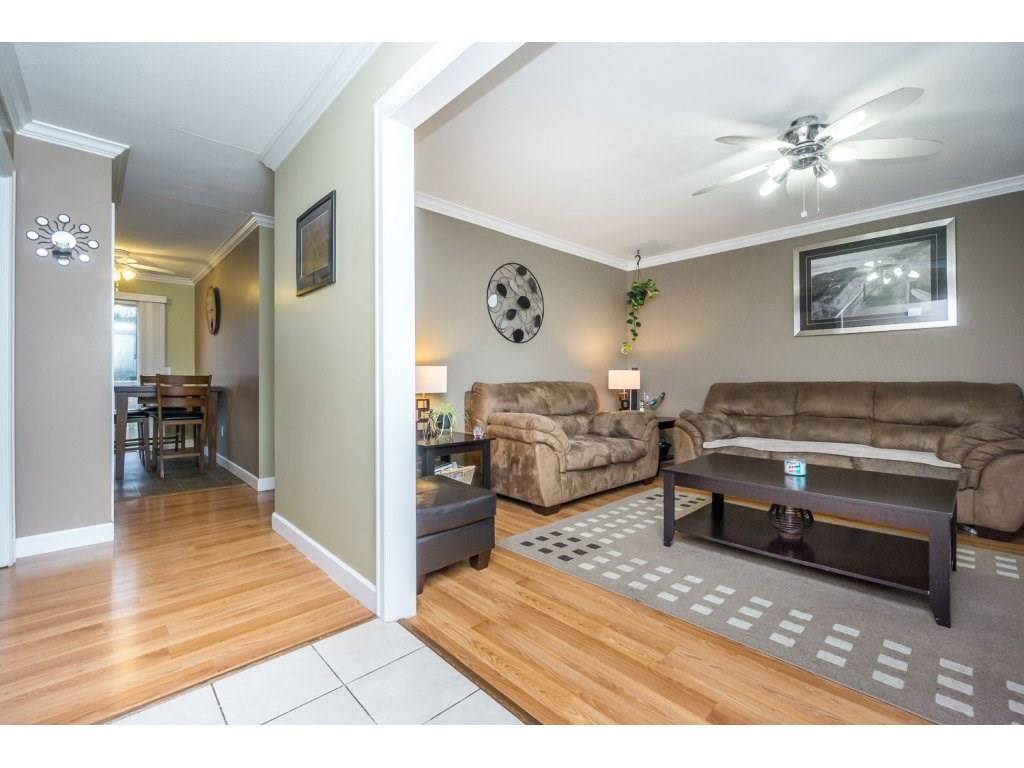 "Photo 3: 17346 60A Avenue in Surrey: Cloverdale BC House for sale in ""WEST CLOVERDALE"" (Cloverdale)  : MLS(r) # R2148162"