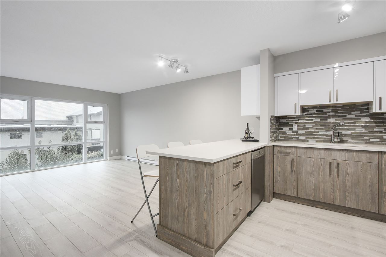 "Photo 3: 209 4868 FRASER Street in Vancouver: Fraser VE Condo for sale in ""FRASERVIEW TERRACE"" (Vancouver East)  : MLS(r) # R2149989"