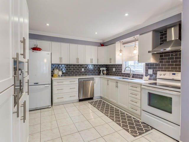 Main Photo: 121 Major William Sharpe Drive in Brampton: Northwood Park House (2-Storey) for sale : MLS®# W3809199