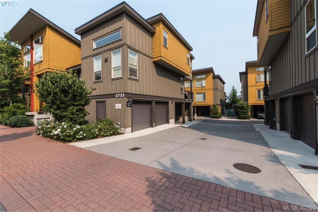 Main Photo: 122 2733 Peatt Road in VICTORIA: La Langford Proper Townhouse for sale (Langford)  : MLS®# 382023