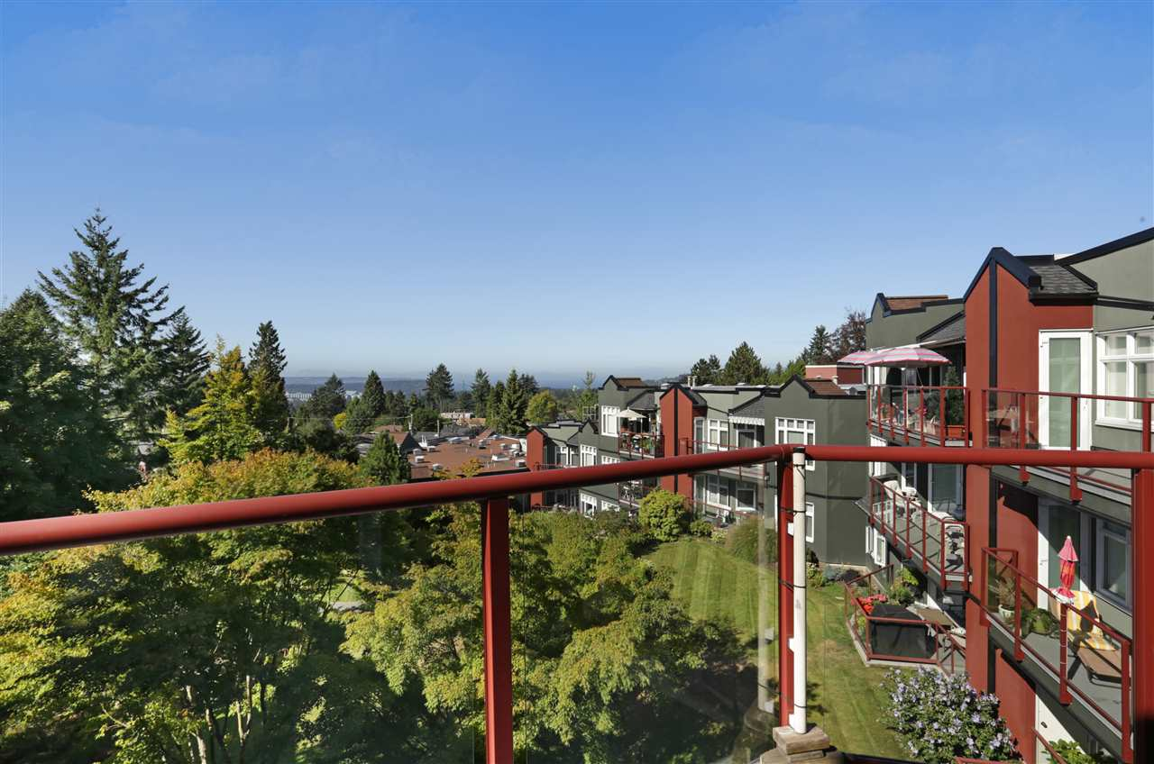 "Photo 2: 501 2800 CHESTERFIELD Avenue in North Vancouver: Upper Lonsdale Condo for sale in ""Somerset Green"" : MLS® # R2202259"