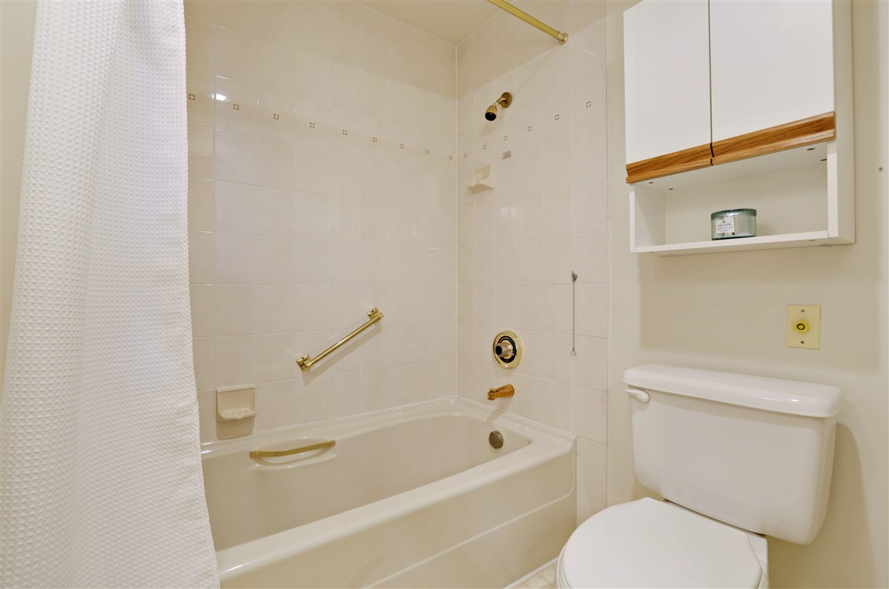 "Photo 13: 501 2800 CHESTERFIELD Avenue in North Vancouver: Upper Lonsdale Condo for sale in ""Somerset Green"" : MLS® # R2202259"
