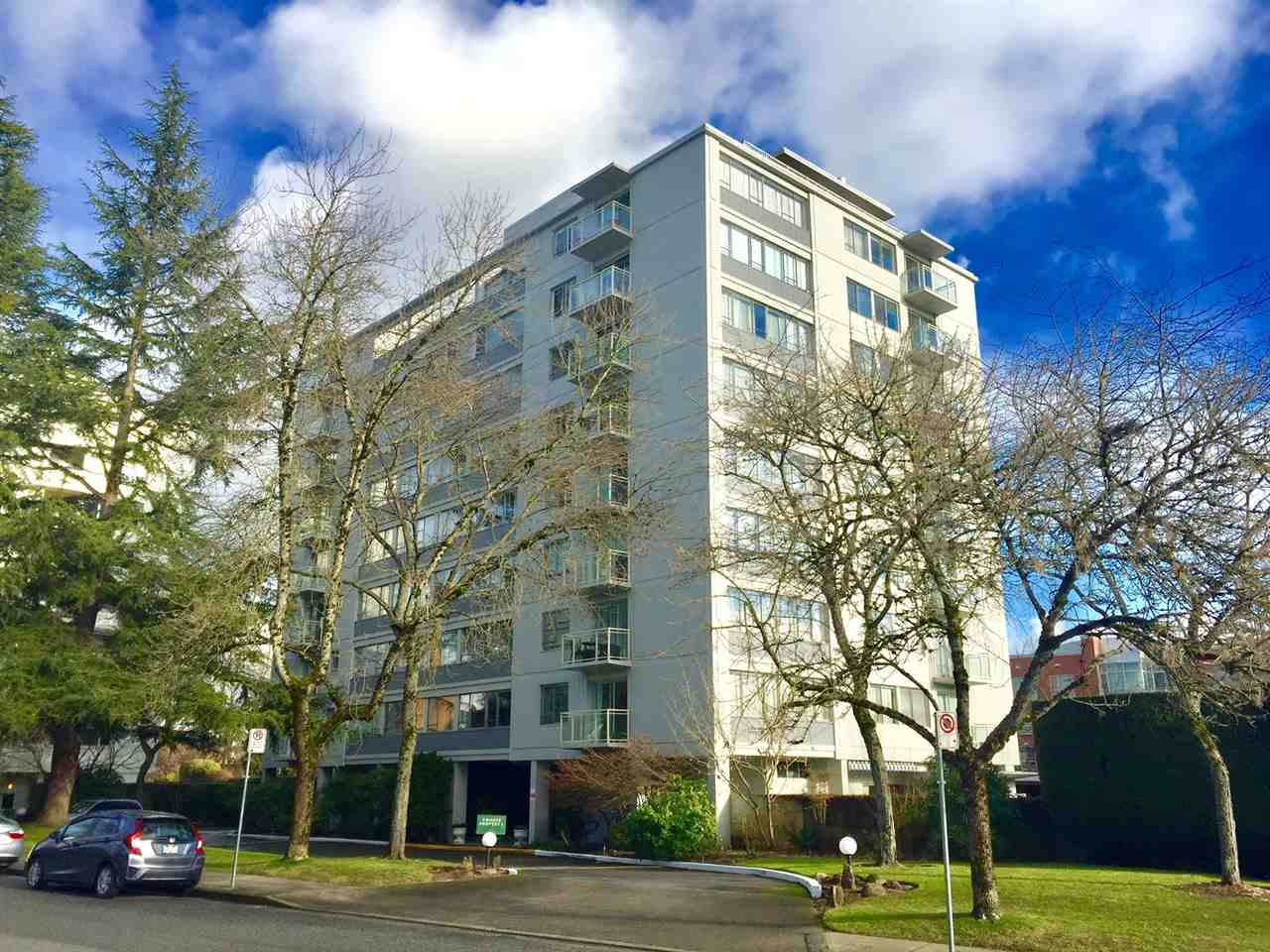 "Main Photo: 104 6076 TISDALL Street in Vancouver: Oakridge VW Condo for sale in ""THE MANSION HOUSES ESTATES LTD"" (Vancouver West)  : MLS® # R2230391"
