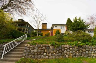 Main Photo: 1407 SEVENTH Avenue in New Westminster: West End NW House for sale : MLS®# R2258316