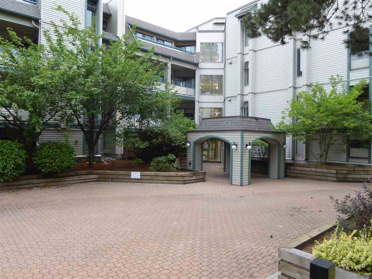 "Main Photo: 309 2915 GLEN Drive in Coquitlam: North Coquitlam Condo for sale in ""GLENBOROUGH"" : MLS®# R2284497"