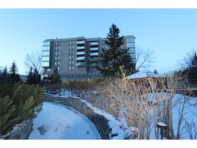 Main Photo: 604 4555 VARSITY Lane NW in CALGARY: Varsity Acres Condo for sale (Calgary)  : MLS® # C3600012