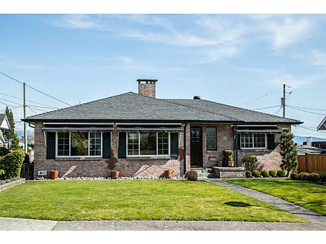 "Main Photo: 831 WILLIAM Street in New Westminster: The Heights NW House for sale in ""MASSEY HEIGHTS"" : MLS®# V1055661"
