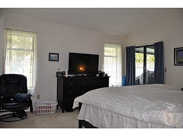 "Photo 13: 12541 21A Avenue in Surrey: Crescent Bch Ocean Pk. House for sale in ""OCEAN CLIFF ESTATES"" (South Surrey White Rock)  : MLS® # F1434041"