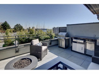 "Main Photo: 300 2432 HAYWOOD Avenue in West Vancouver: Dundarave Condo for sale in ""THE HAYWOOD"" : MLS(r) # V1110877"