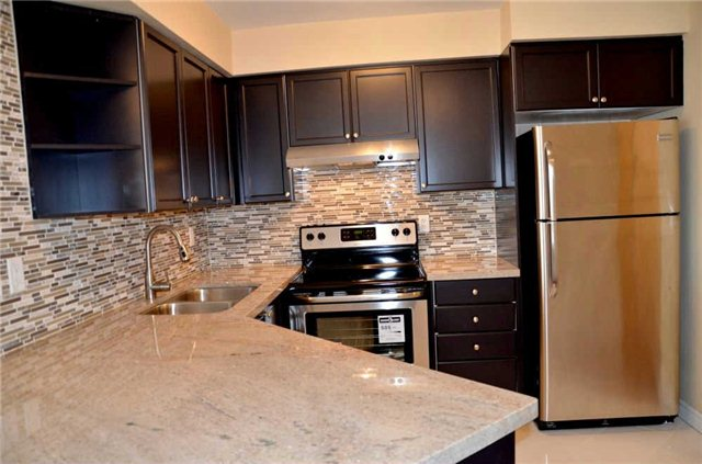 Photo 16: 920 3888 Duke Of York Boulevard in Mississauga: City Centre Condo for sale : MLS(r) # W3243936