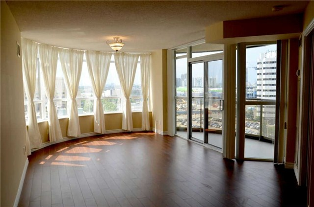 Main Photo: 920 3888 Duke Of York Boulevard in Mississauga: City Centre Condo for sale : MLS® # W3243936