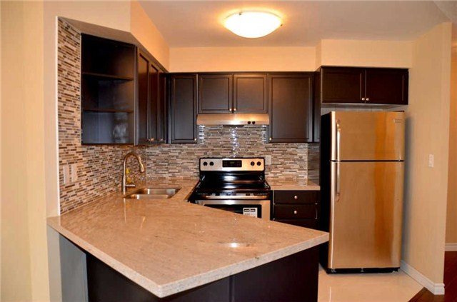 Photo 15: 920 3888 Duke Of York Boulevard in Mississauga: City Centre Condo for sale : MLS(r) # W3243936