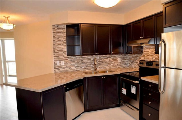 Photo 17: 920 3888 Duke Of York Boulevard in Mississauga: City Centre Condo for sale : MLS(r) # W3243936