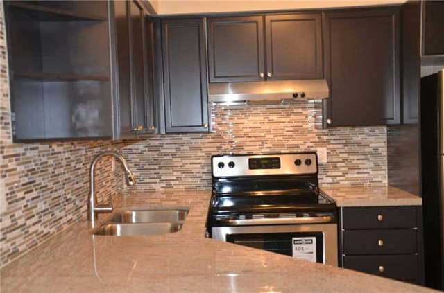 Photo 18: 920 3888 Duke Of York Boulevard in Mississauga: City Centre Condo for sale : MLS(r) # W3243936