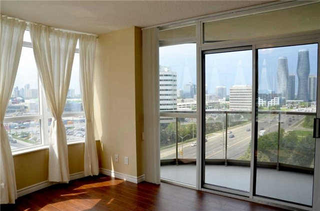 Photo 13: 920 3888 Duke Of York Boulevard in Mississauga: City Centre Condo for sale : MLS(r) # W3243936
