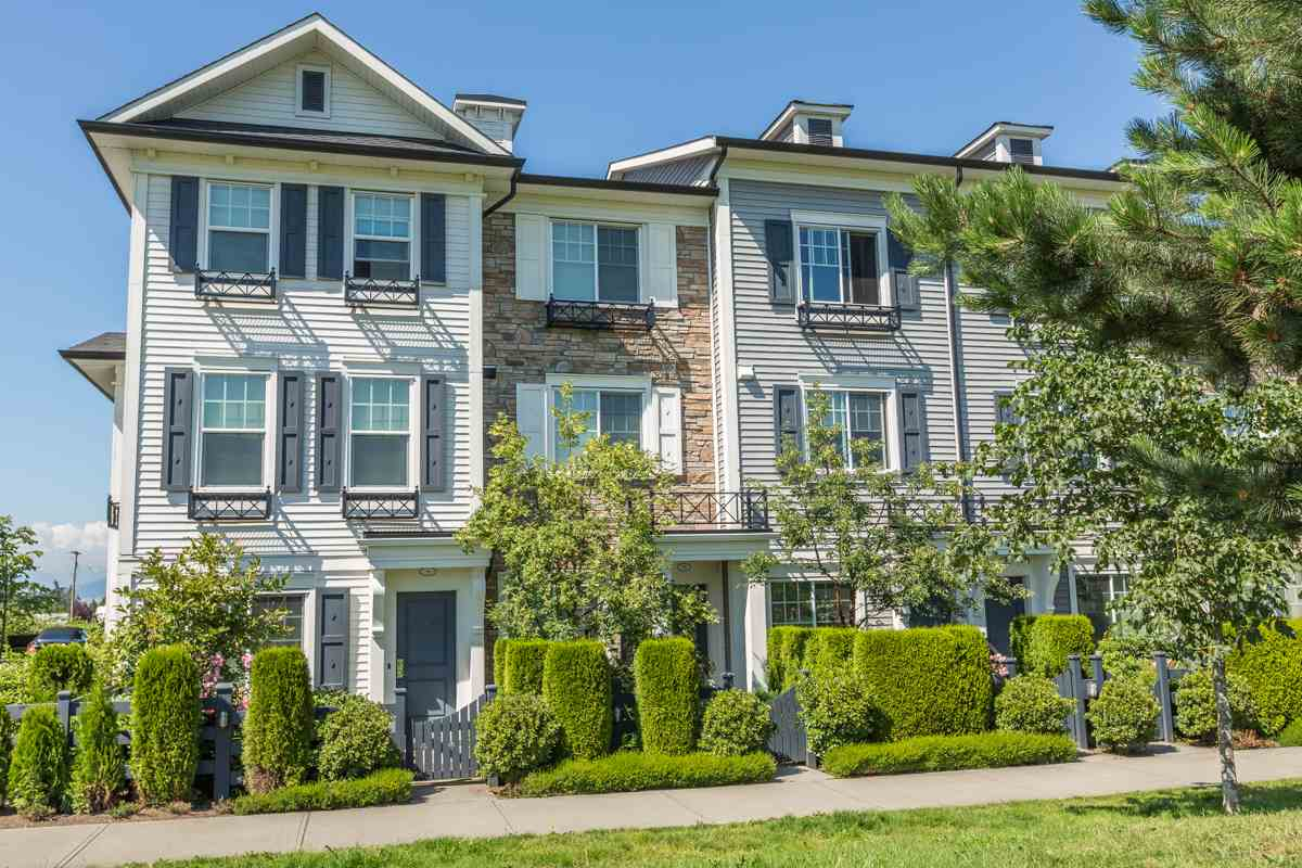 "Main Photo: 10 7348 192A Street in Surrey: Clayton Townhouse for sale in ""Knoll"" (Cloverdale)  : MLS® # R2069354"
