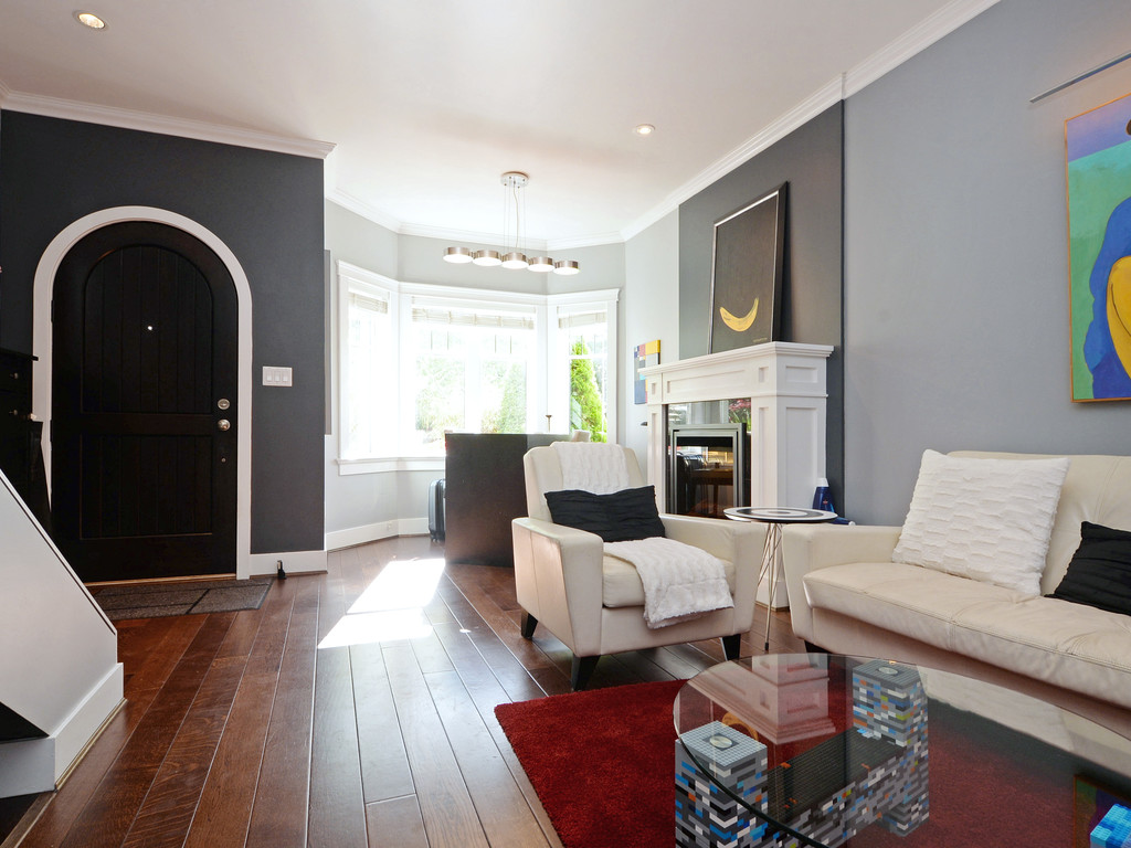 Photo 2: 9 675 Superior Street in VICTORIA: Vi James Bay Townhouse for sale (Victoria)  : MLS® # 368486