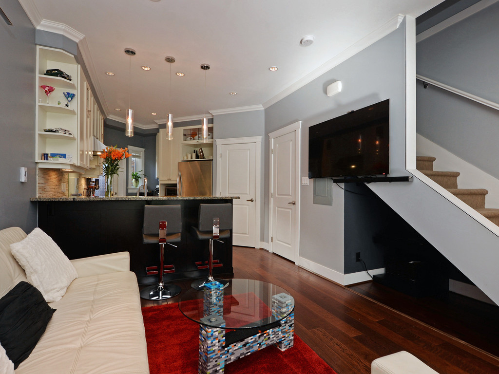 Photo 5: 9 675 Superior Street in VICTORIA: Vi James Bay Townhouse for sale (Victoria)  : MLS® # 368486