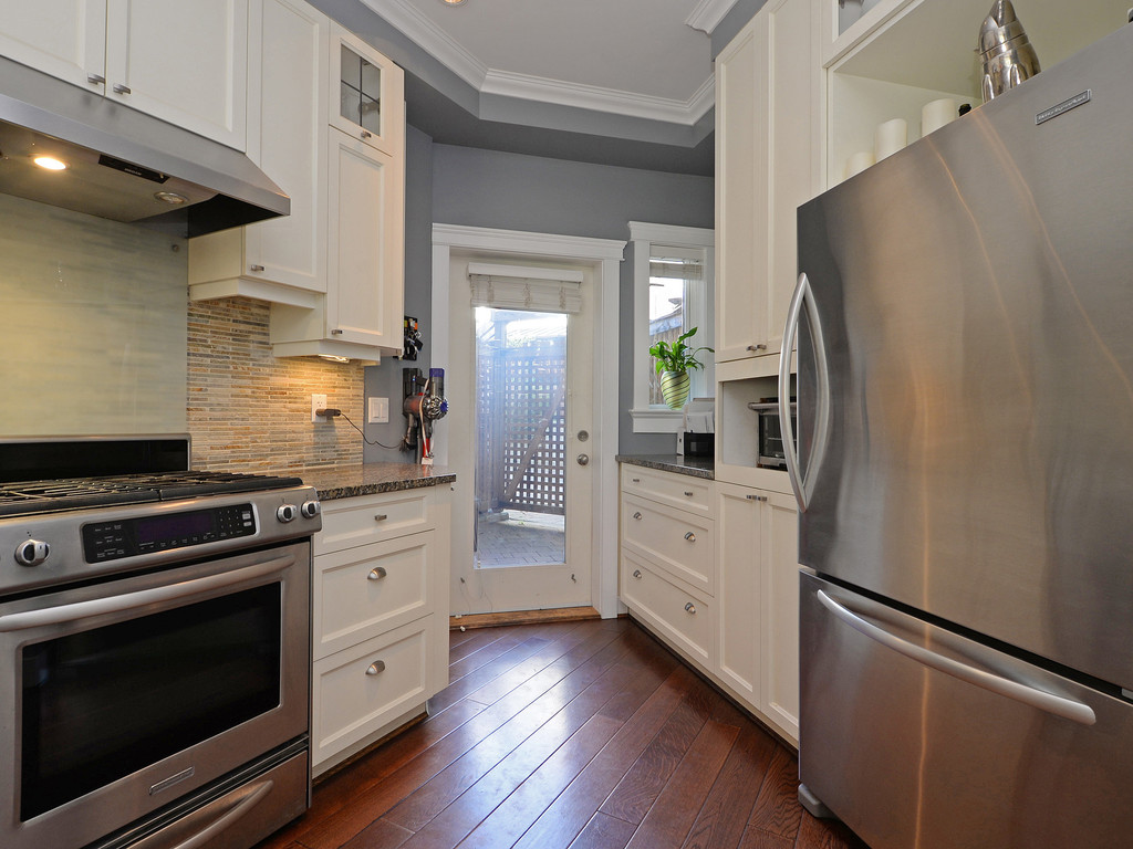 Photo 8: 9 675 Superior Street in VICTORIA: Vi James Bay Townhouse for sale (Victoria)  : MLS® # 368486