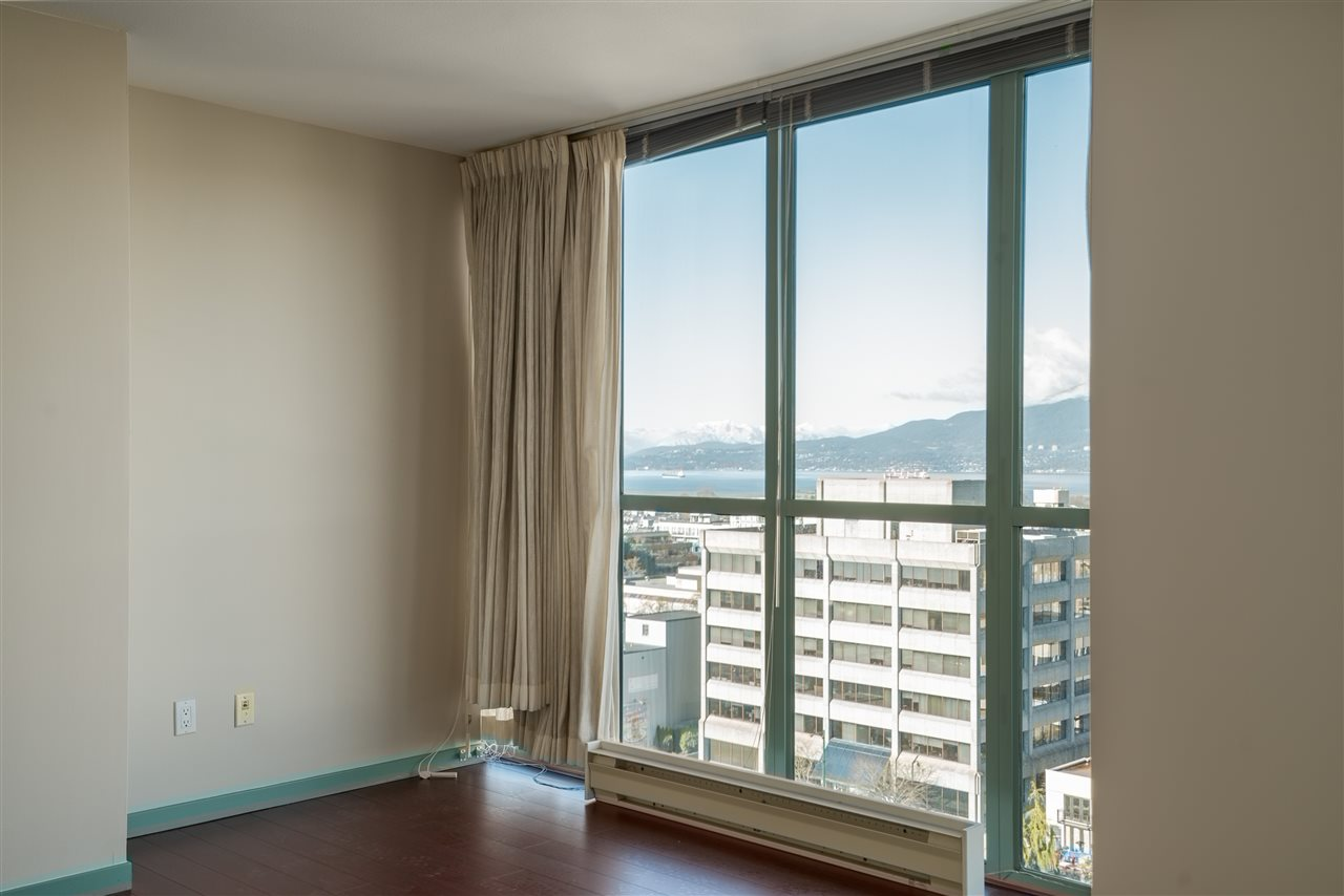 "Photo 10: 1101 1633 W 10TH Avenue in Vancouver: Fairview VW Condo for sale in ""HENNESSY HOUSE"" (Vancouver West)  : MLS(r) # R2132652"