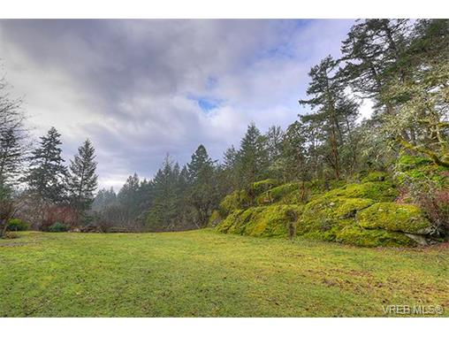 Photo 2: 2958 Munn Road in VICTORIA: Hi Eastern Highlands Single Family Detached for sale (Highlands)  : MLS(r) # 373585